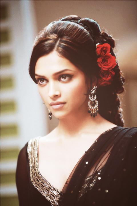 Pin By Pankhudy Jain On Bridal Shower Bollywood Hairstyles Indian Hairstyles Deepika Padukone Hair