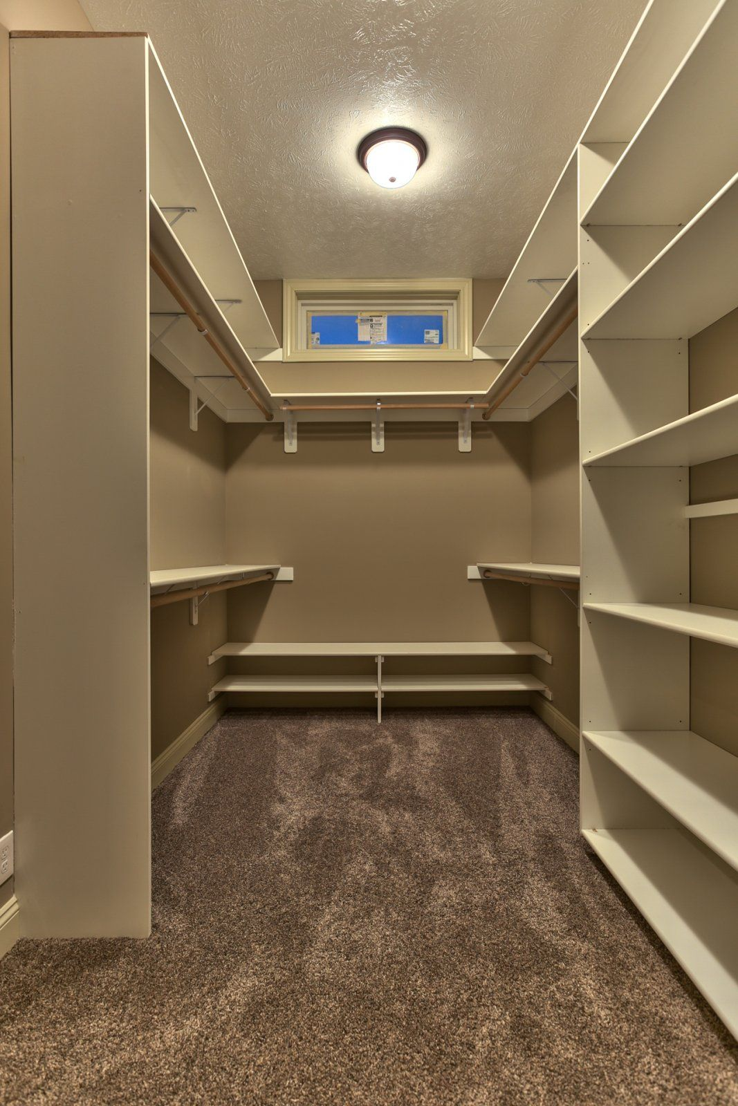 Incredible small walk in closet ideas makeovers small - Walk in closet designs for a master bedroom ...