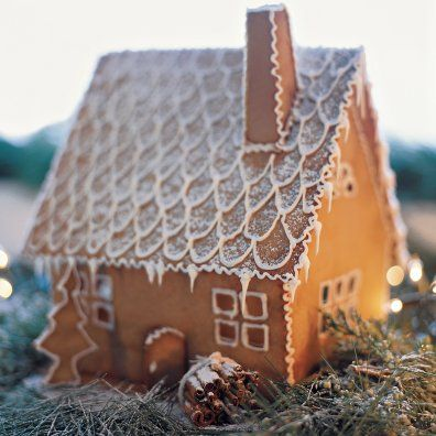 Everybody's Baking for the Weekend-ginger bread house