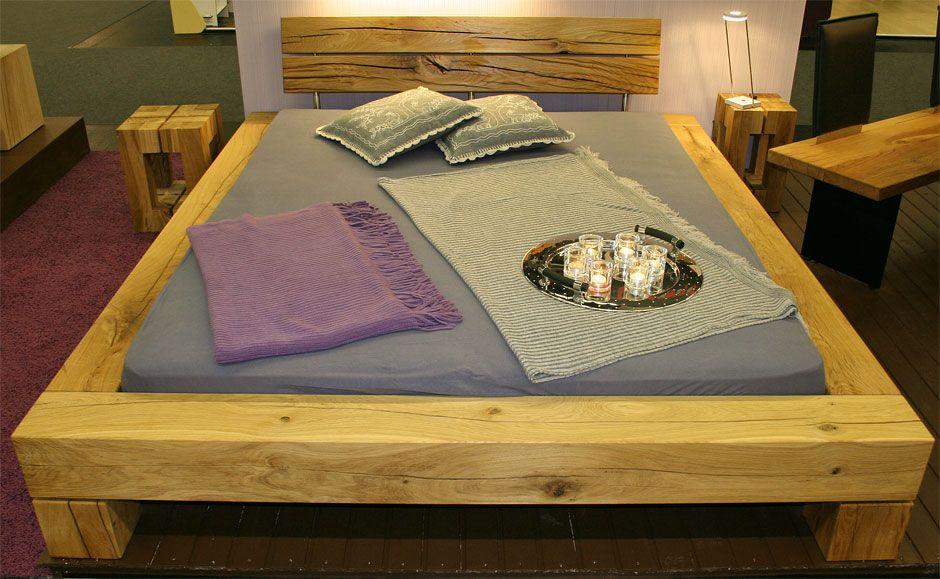 bett aus holz im schlafzimmer balkenbett aus vollmassiven eichenbalken ein bett mit stil aus. Black Bedroom Furniture Sets. Home Design Ideas