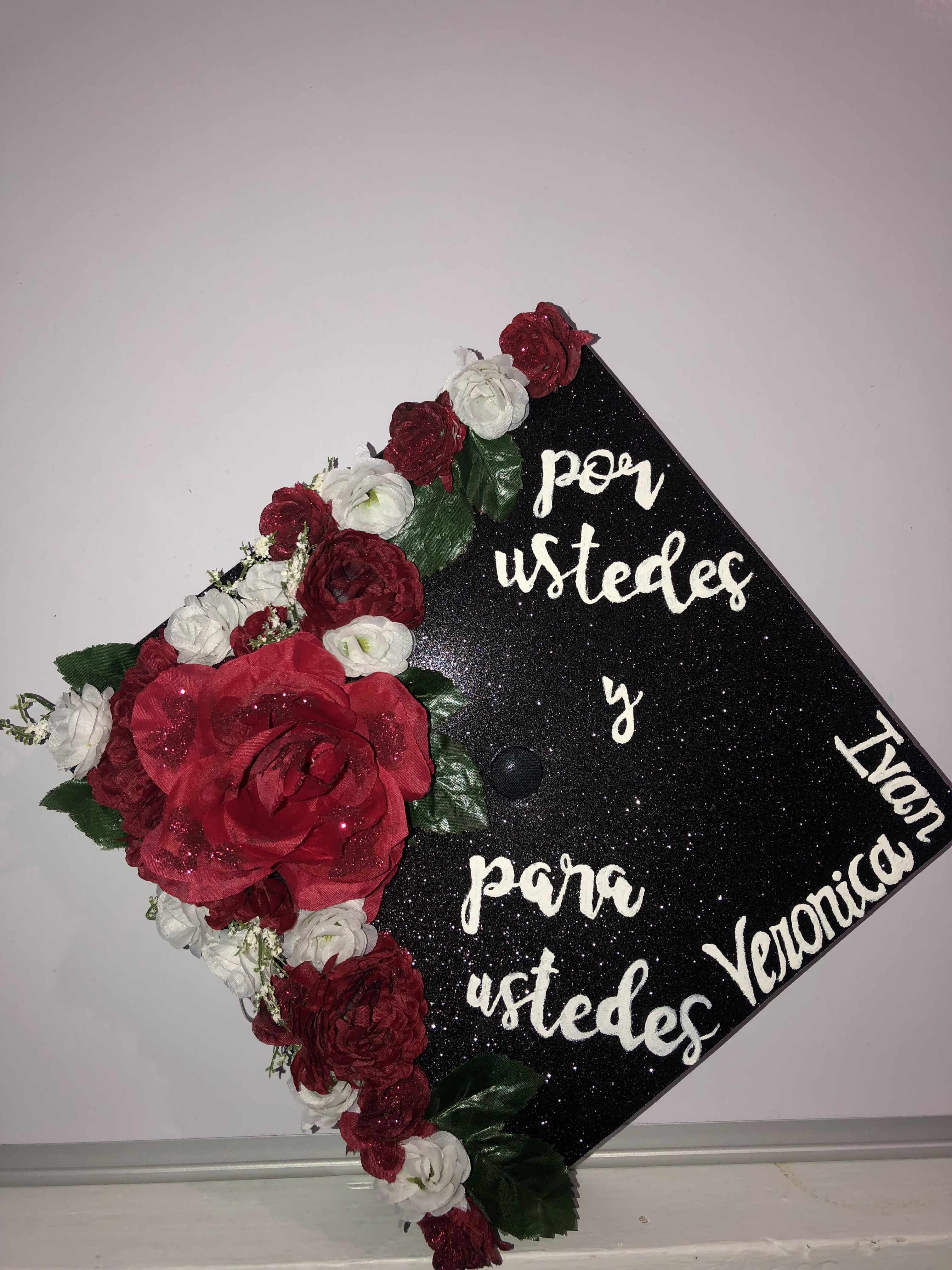 Roses Red And White Spanish Por Ustedes Y Para Ustedes Grad Cap Graduation Cap Red And White Senior Boards