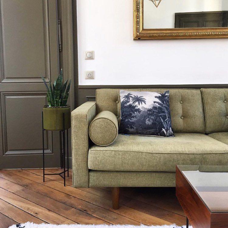 "Drawer on Instagram: ""A chaque canapé son coussin ! 🌴 @candicebabel #homedecor #decorationinterieur #interiordesign #minimalism #homedecor #green #coussin #vert…"""