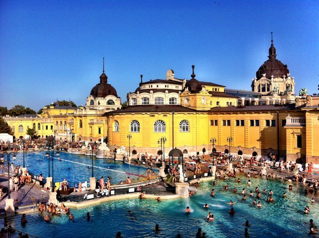 The Szechenyi Bath – the outdoor pools #Budapest