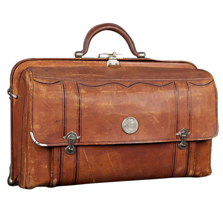 74b6878c48f7 1910 to 1920 s Brown Leather Traveler s Bag