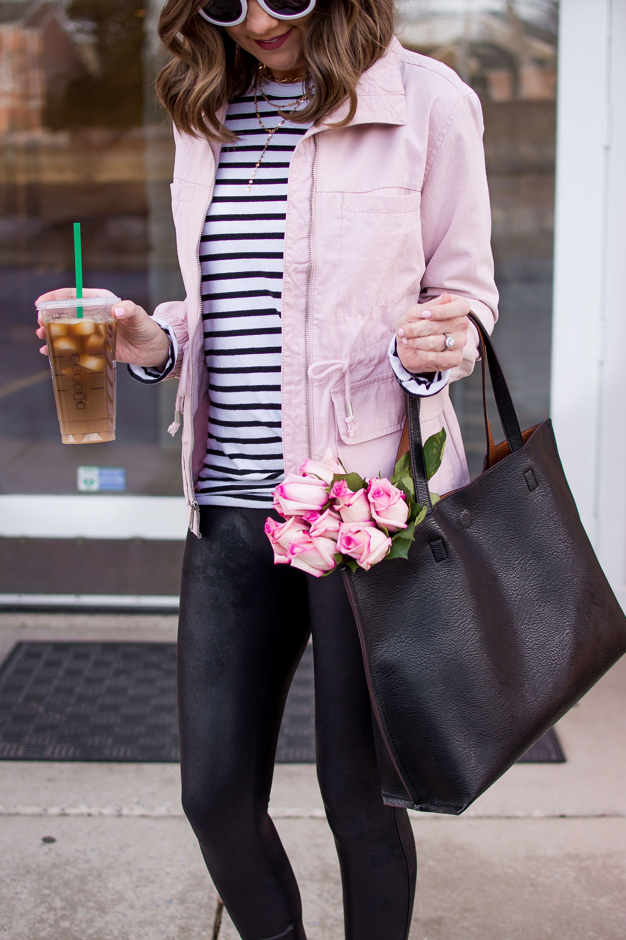 495e6d0313 Pastel Pink for Spring and a Casual Leather Leggings Outfit