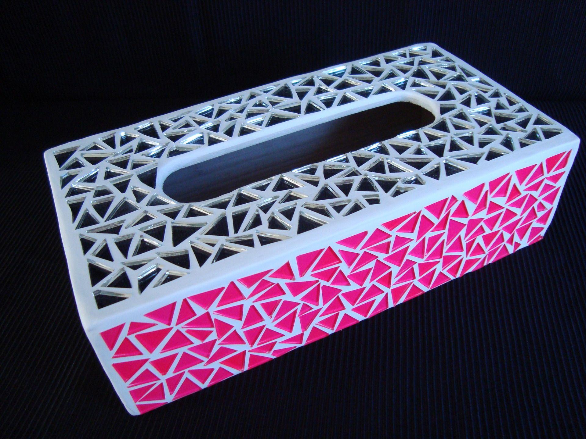 boite mouchoir en mosaique de couleur rose fluo et. Black Bedroom Furniture Sets. Home Design Ideas