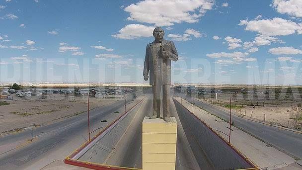 Benito Juárez. Glorieta del Km 20. Escultura de José Guadalupe Díaz Nieto.