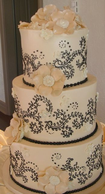 black cakes on pinterest black wedding cakes wedding cakes and black white. Black Bedroom Furniture Sets. Home Design Ideas