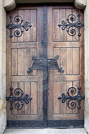 Porta De Madeira Com Detalhes Do Ferro Foto de Stock – Image…