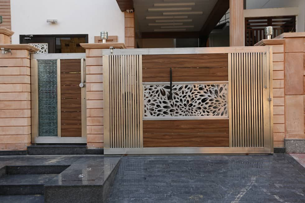 Modern Residence Modern Houses By Ravi Nupur Architects Modern Aluminium Zinc Homify House Gate Design House Main Gates Design Home Gate Design