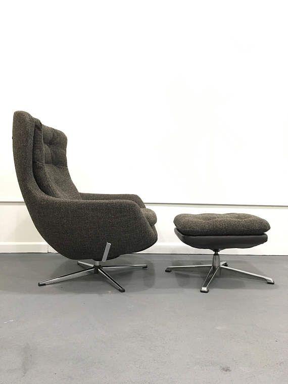 Vintage Mid Century Modern Reupholstered Commander Chair U0026