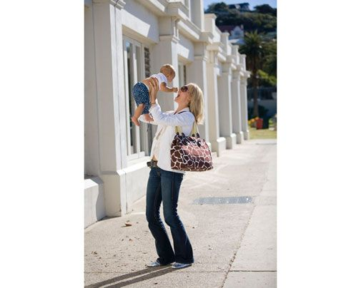 good list for a newborn diaper bag of do's and don'ts for things to keep in it