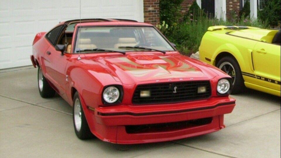Ford Mustang II Mach I 1976 Coupe Blau Schwarz 1974-1978 1//18 Greenlight Model..