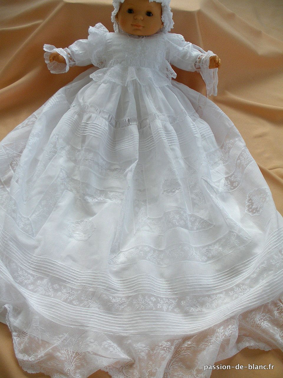 linge anciene merveilleuse robe de bapt me ancienne avec dentelle et fond de robe en satin. Black Bedroom Furniture Sets. Home Design Ideas