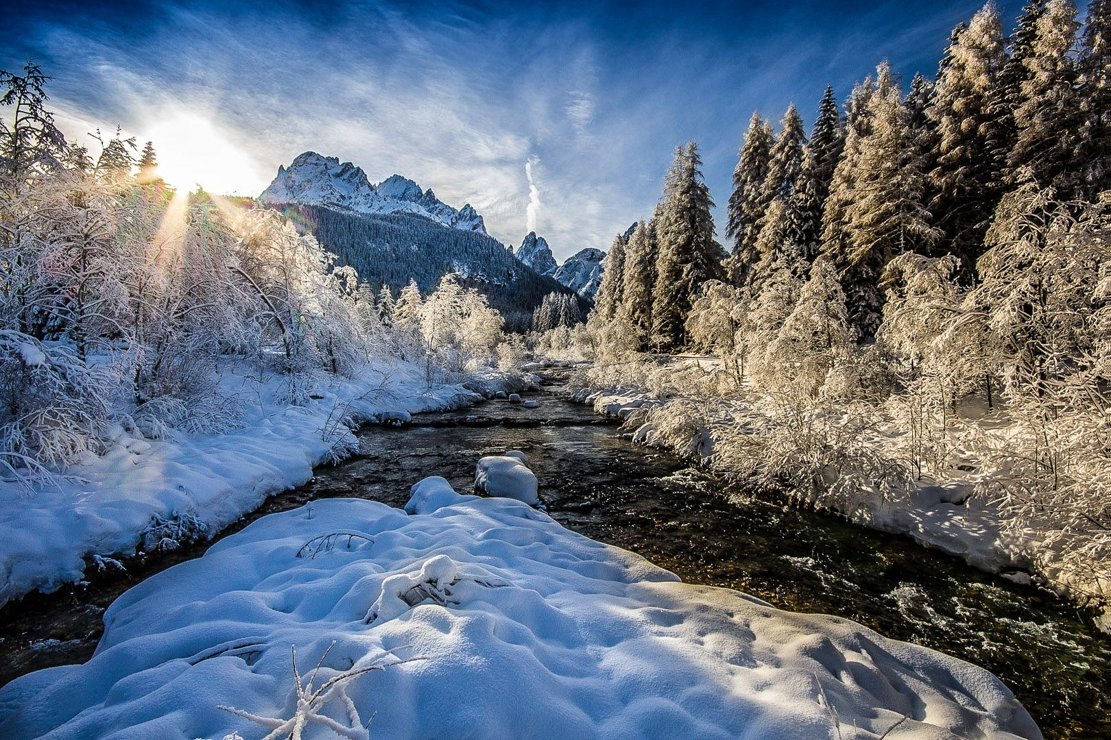 Montagna, neve, innevata, torrente, fiume, sole, controluce, alberi, bosco con neve, by Gabriele Pavan on 500px