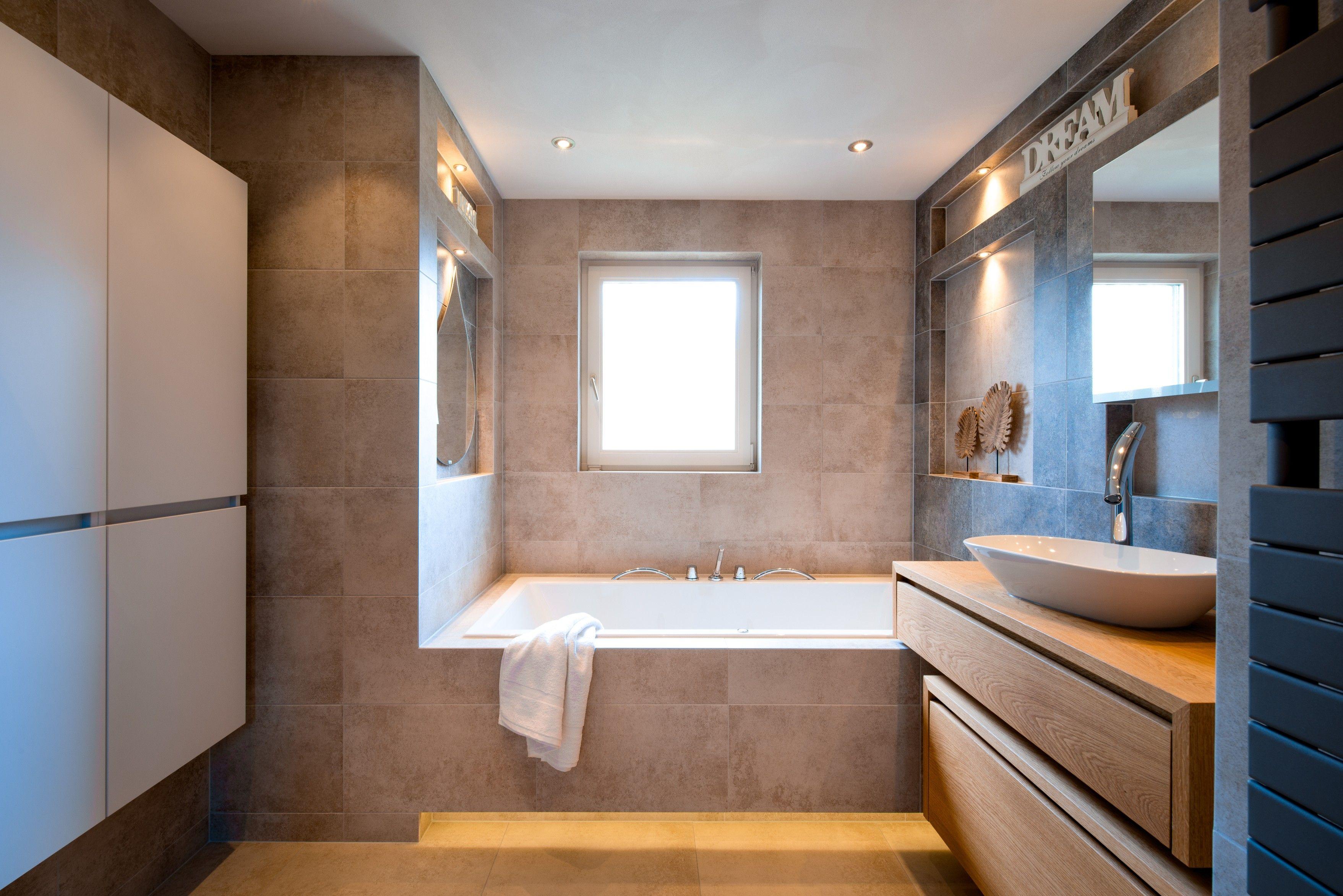 Alles Voor Badkamer : Deze warme design badkamer bevat alles om iedere werkdag heerlijk