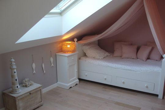Couleurs pastel pour cette l gante chambre de fille - Idee peinture chambre mansardee ...
