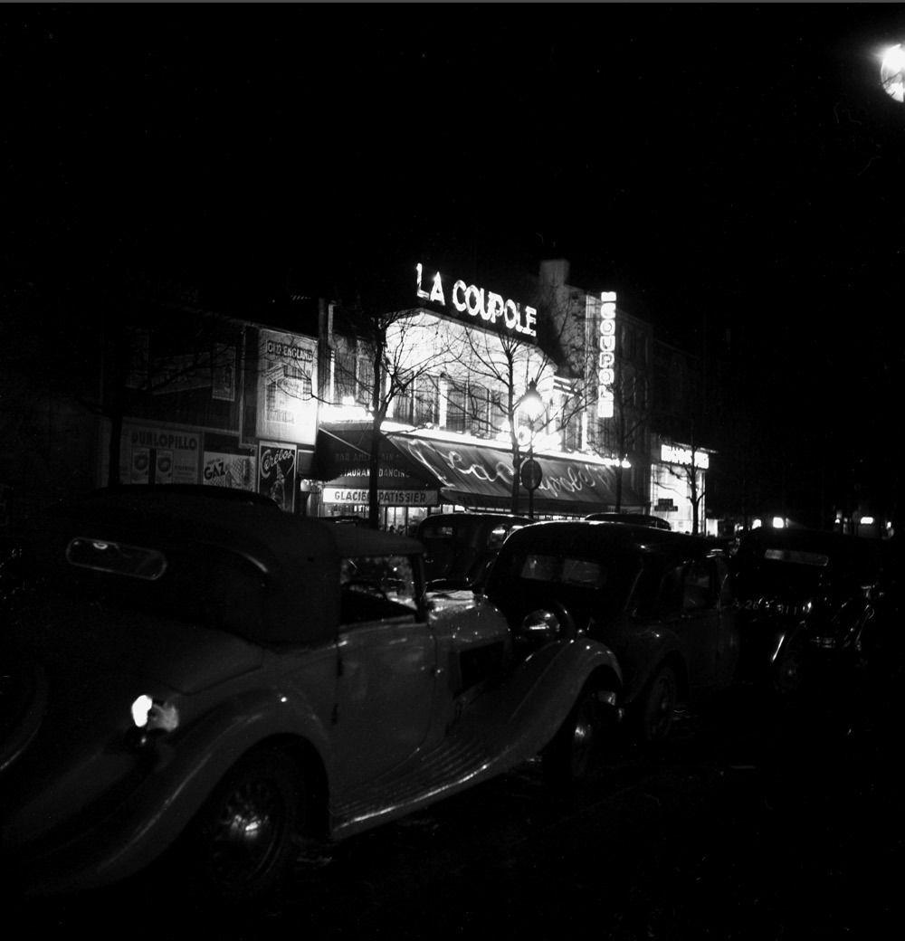 La Coupole di notte, Montparnasse, Parigi, 1935-1939. - (Émile Savitry, Courtesy Sophie Malexis)