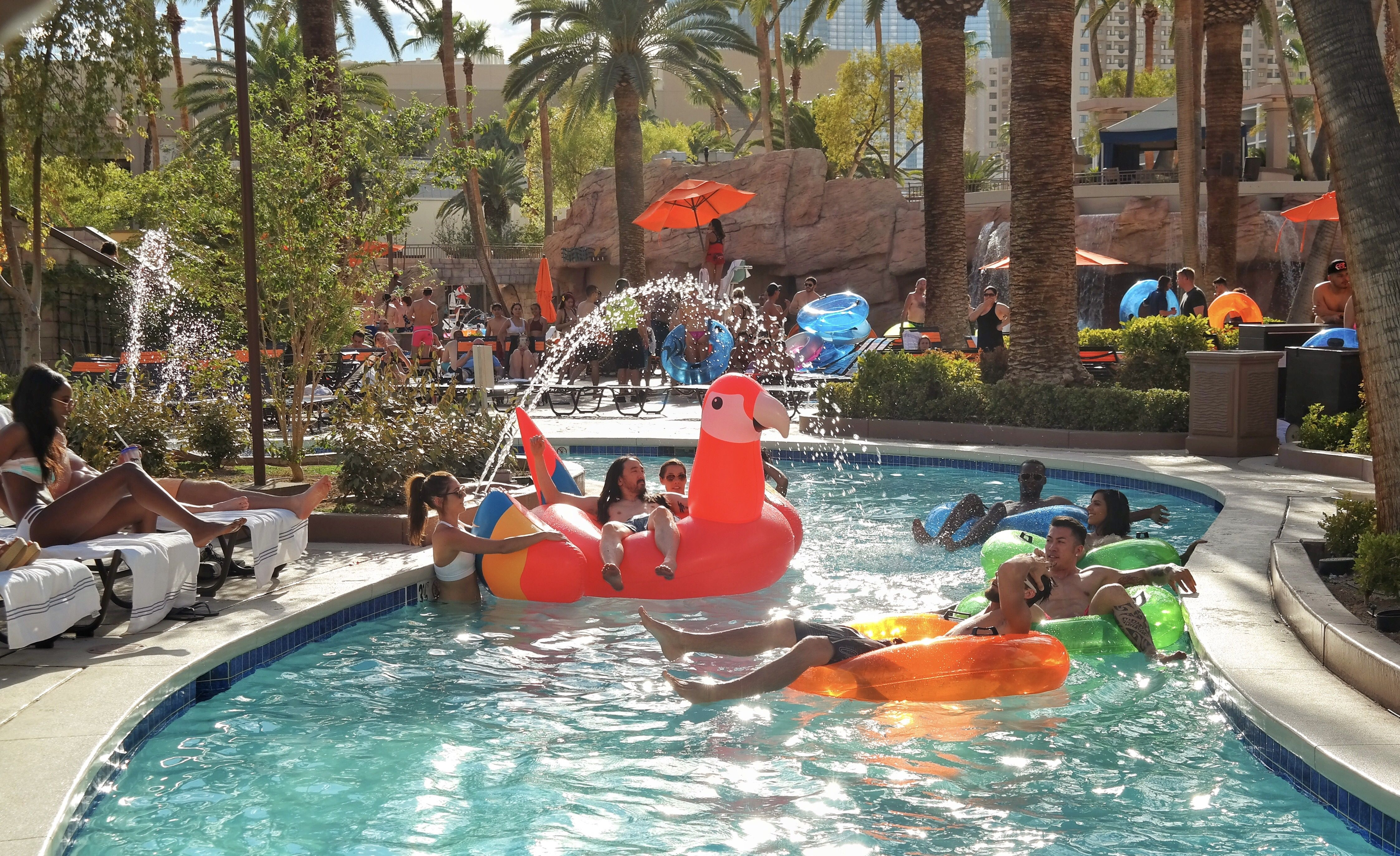 Get The Party Started At The Mgm Grand Las Vegas Pool Mgm Grand Las Vegas Pool Mgm Grand Las Vegas Las Vegas Pool Las Vegas Hotels