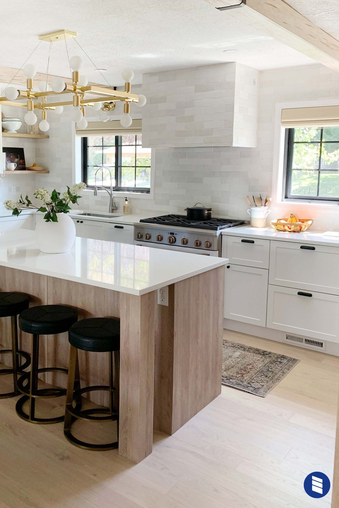 Chris Loves Julia S Kitchen Makeover Choosing Shades That Compliment Your View Instead Of Covering It Kitchen Decor Kitchen Makeover Kitchen Inspirations