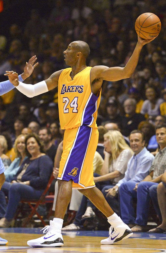 the best attitude b528e 7e08b Kobe Bryant made his return to the court in a new Nike Kobe 9 Elite PE