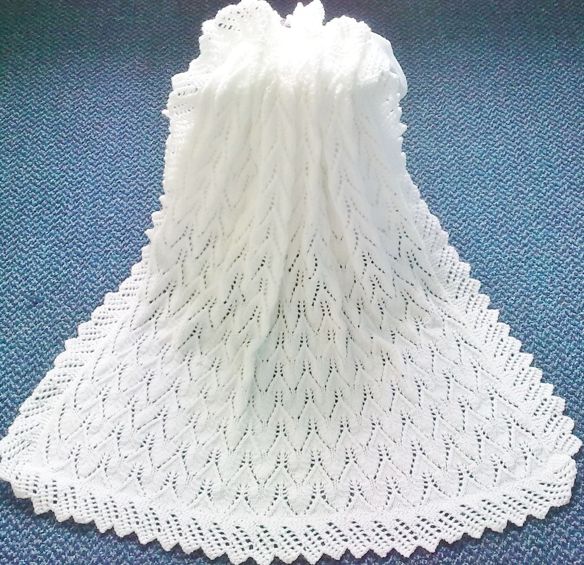 74d4b7f3b974 Stunning New Hand Knitted Baby Shawl Blanket 36 x 36 Ins