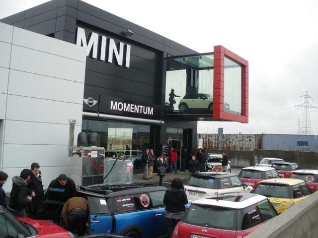 Pictures momemtum bmw mini showroom legan s for Car showroom exterior design