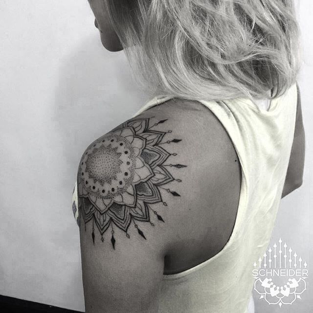 WEBSTA @ henryschneider1 - ✖mandala ✖ em @erikinharocha muito obrigado mesmo ! #pontilhismo #dotwork #equilaterra #tattooed #blackwork #mandalatattoo #blackworkers #tonoinsptattoos #mandala #finelinetattoo #tattooedgirls #tattooed #tattooforgirls
