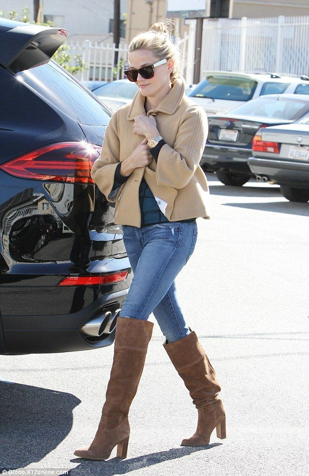 Reese Witherspoon braves chilly weather to start week with ...
