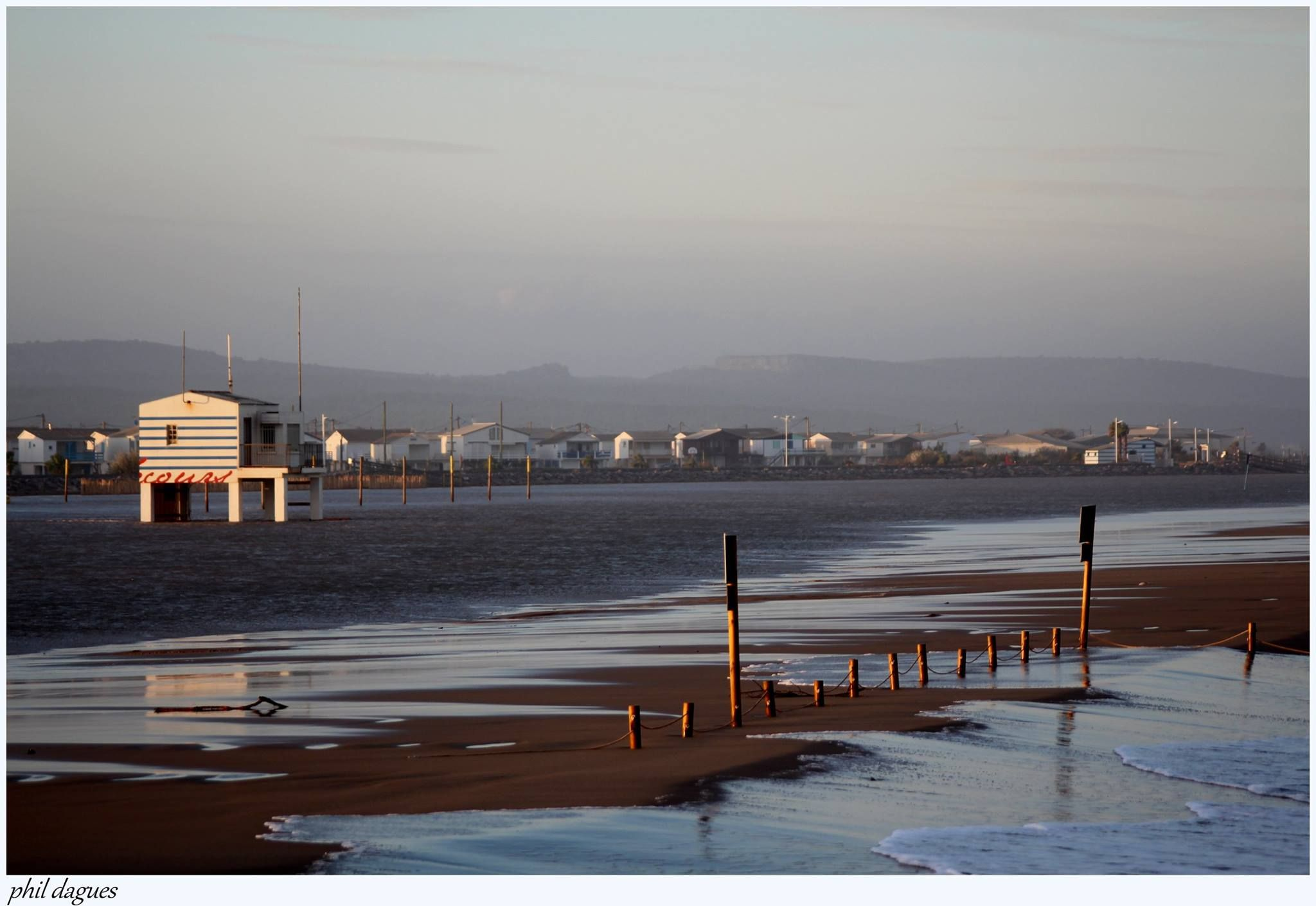 Plage Des Chalets A Gruissan la plage des chalets de gruissan inondée par philippe aude