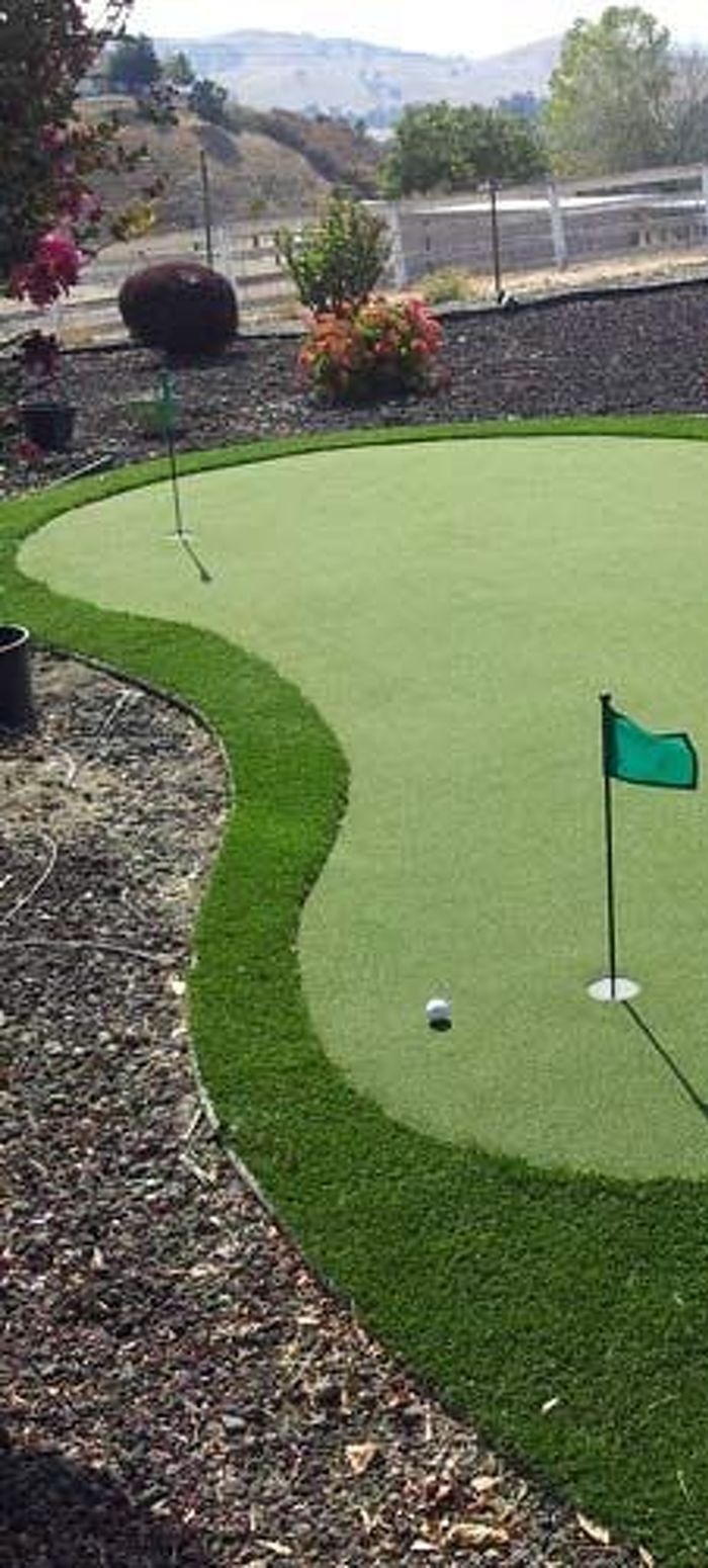 Backyard Putting Green Kits 2021 | Backyard putting green ...