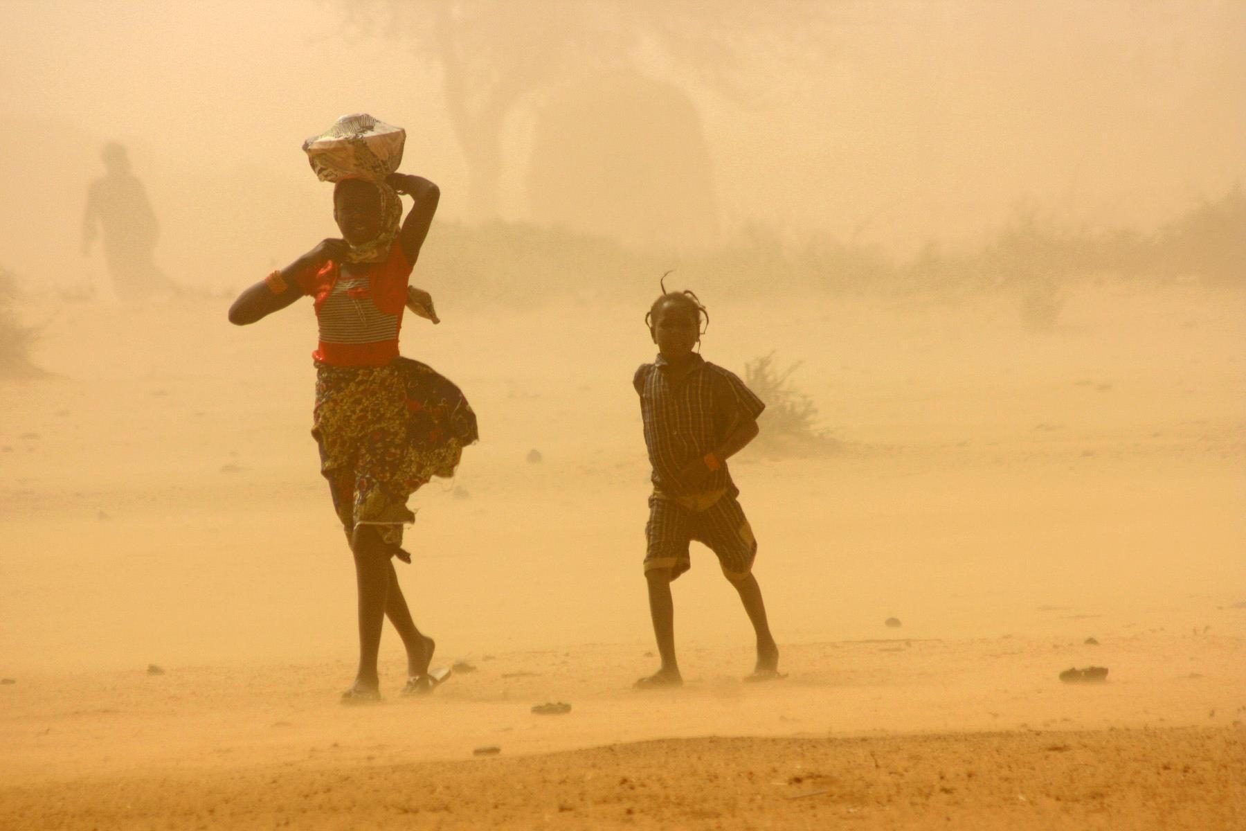 A sandstorm in Tillaberi region, Niger  Jaspreet Kindra/IRIN February 2012 – à Tillaberi, Niger. Je connais cette région, y étant allée en 1999 pour des problèmes d'inondations par rupture de digues sur les aménagements hydro-agricoles du gleuve Niger.