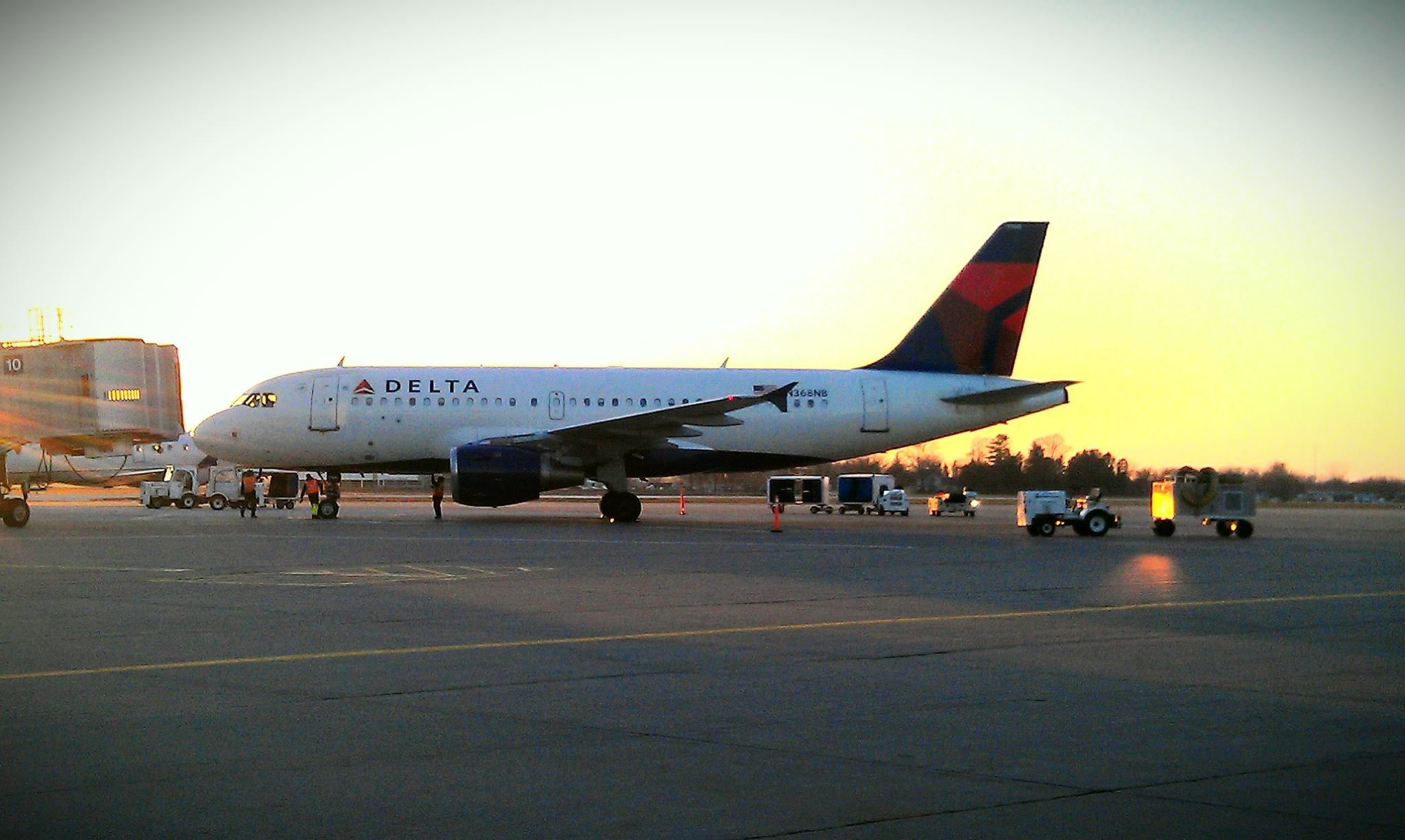 Delta At The Gate At The Quad City International Airport Moline Il Photo By M Watkins Moline Quad Cities Quad