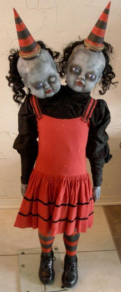 2 HEADED FREAK Halloween Pinterest Creepy, Carnival and - circus halloween decorations