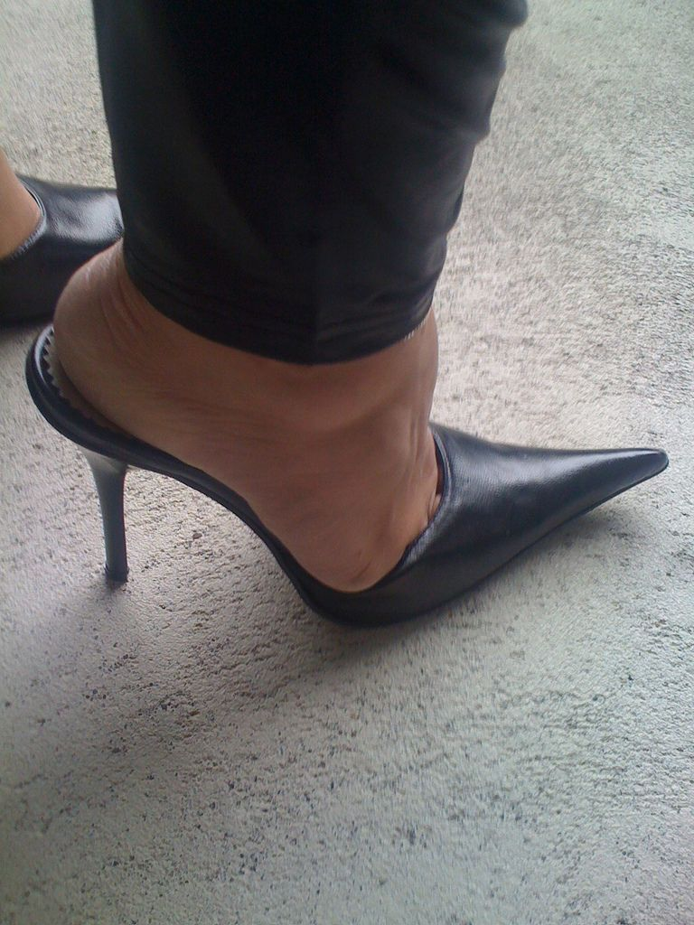 Cut The Slave With High Heel Shoes