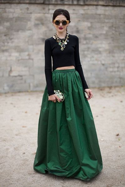 458924916ece Beyond beautiful. #green #streetstyle   f a s h i o n. in 2019 ...