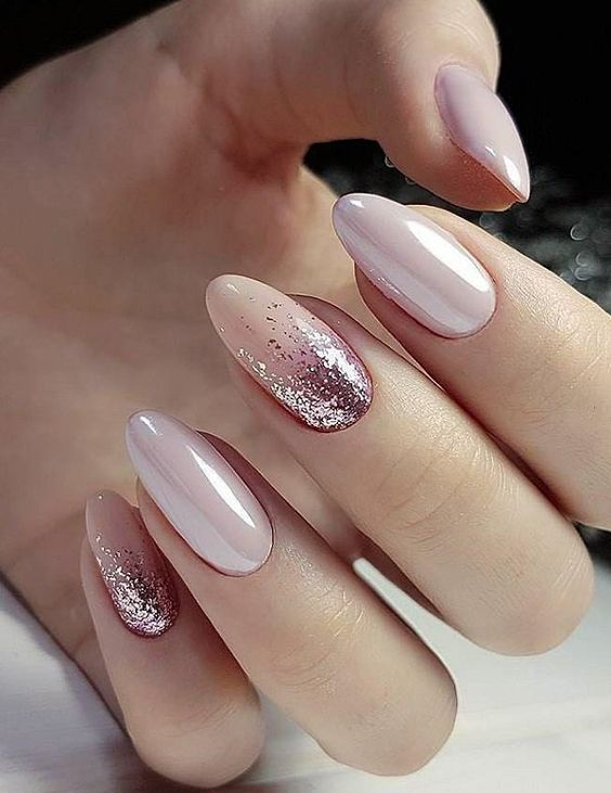 Photo of ongles-nude-rosa-beige-paillettes
