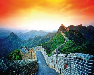 ¡¿Sabías que la Gran Muralla de China tiene más de 8.000 km?! Te llevaría más de cien días recorrerla caminando… ¡sin parar!