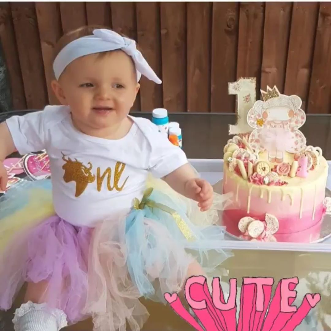 Cute babies and cute cakes please. . . . .