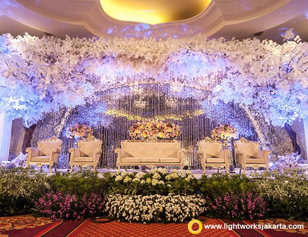 Yoko and naomis wedding reception venue at the ritz carlton yoko and naomis wedding reception venue at the ritz carlton jakarta mega kuningan decoration by white pearl decoration lighting by lightworks junglespirit Gallery