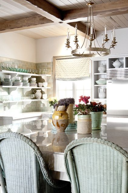 Cute, Cook-friendly Cottage Kitchens (also has some tips for cottage kitchen decor - rhc)