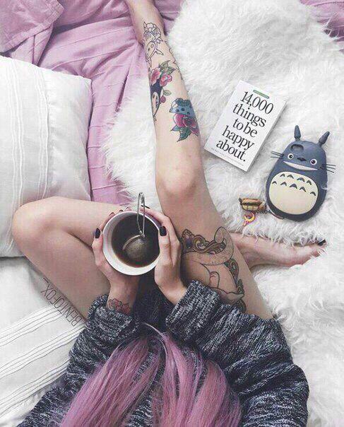 Необычное фото девушки в кровати