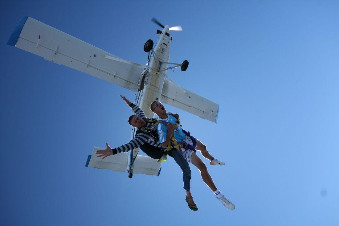 Corse Parachutisme Tandem Ghisonaccia Corsica Biedt U Een Tandem Sprong Aan Tussen De Bergen En De Zee U Krijgt Eerst Een Uitstekende Corse Tandem Bergen