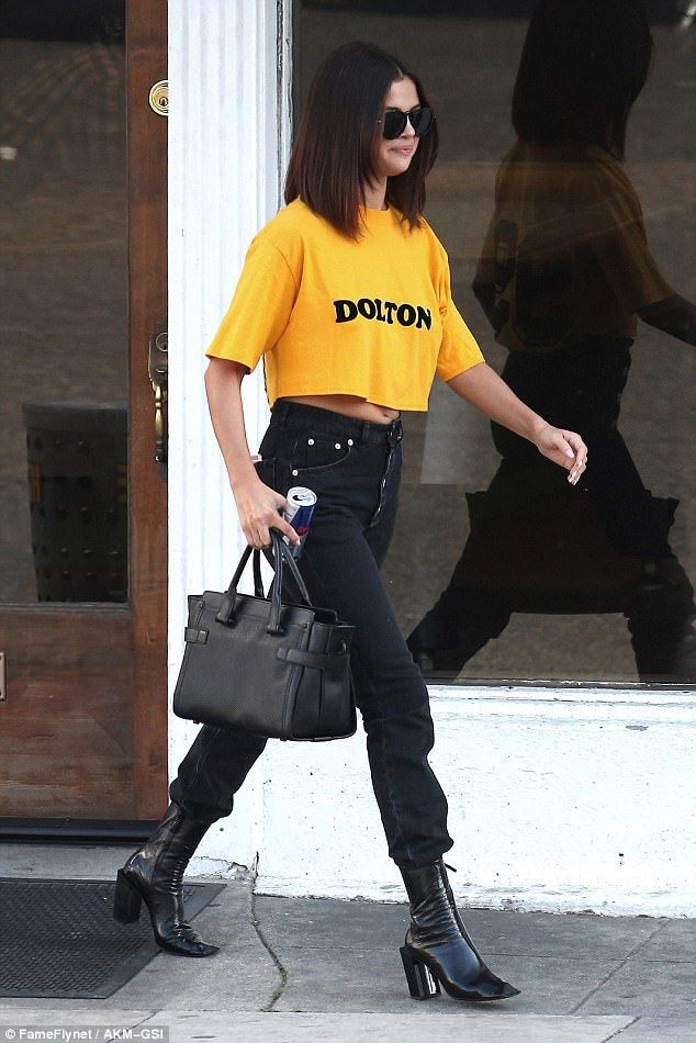 Mission Accomplished The 24 Year Old Was Grinning As She Headed Home In A Bright Yellow T Selena Gomez Outfits Fashion Casual Chic Outfit
