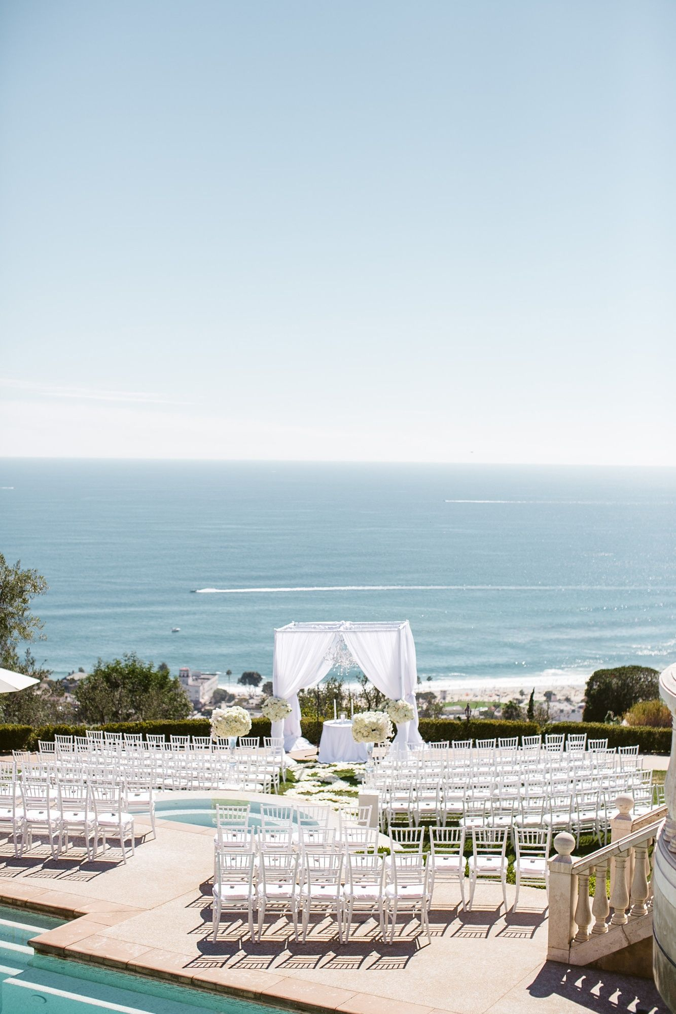 An Elegant Seaside Wedding At Oceana Estate In Laguna Beach California Luxury Weddings Events Theknot