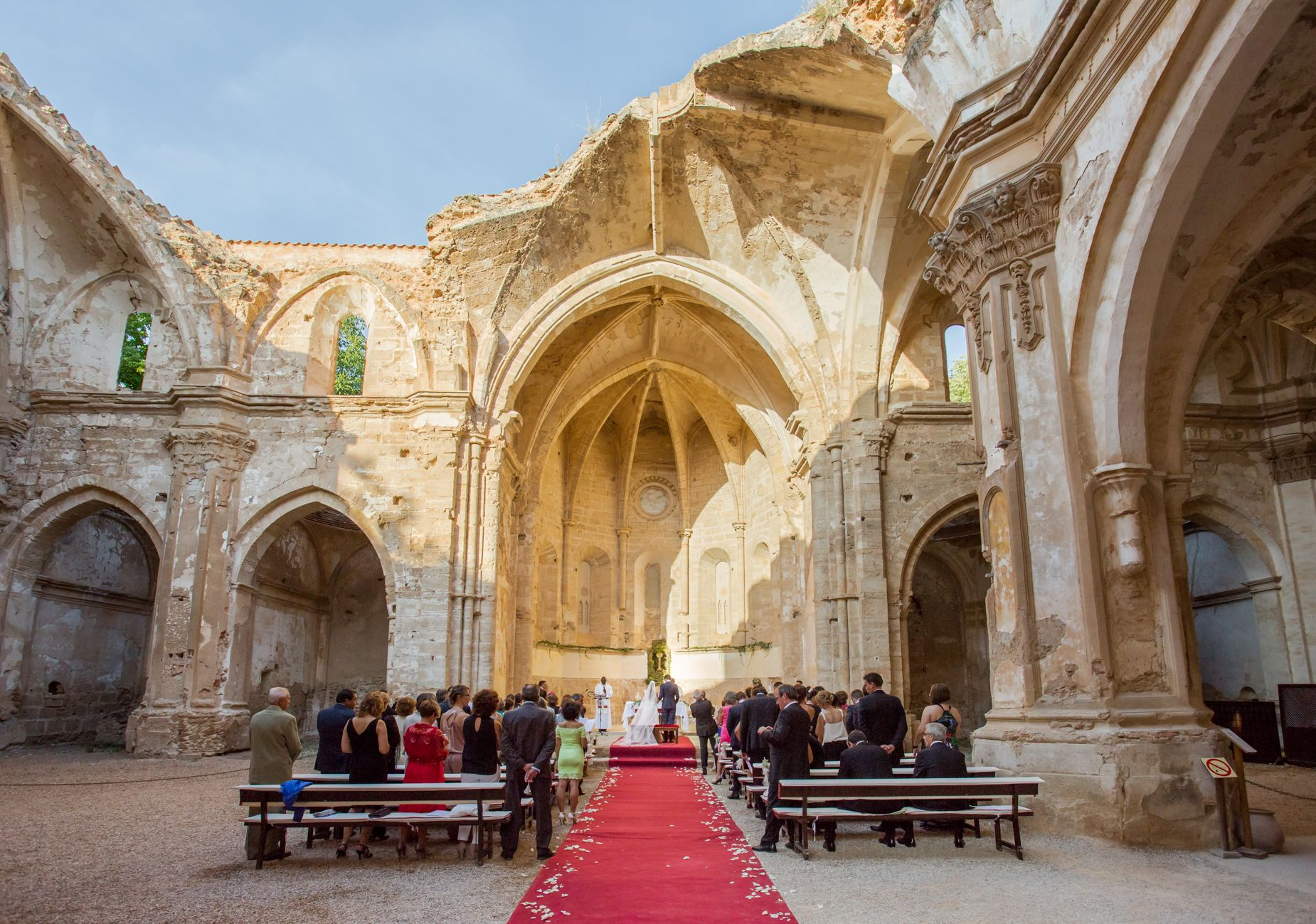 Monasterio De Piedra Zaragoza Esta En Un Enclave único En Un Parque Natural Rodeado De Espectaculares Cascadas El Hotel Ofrece Diferentes Alternat Casamento