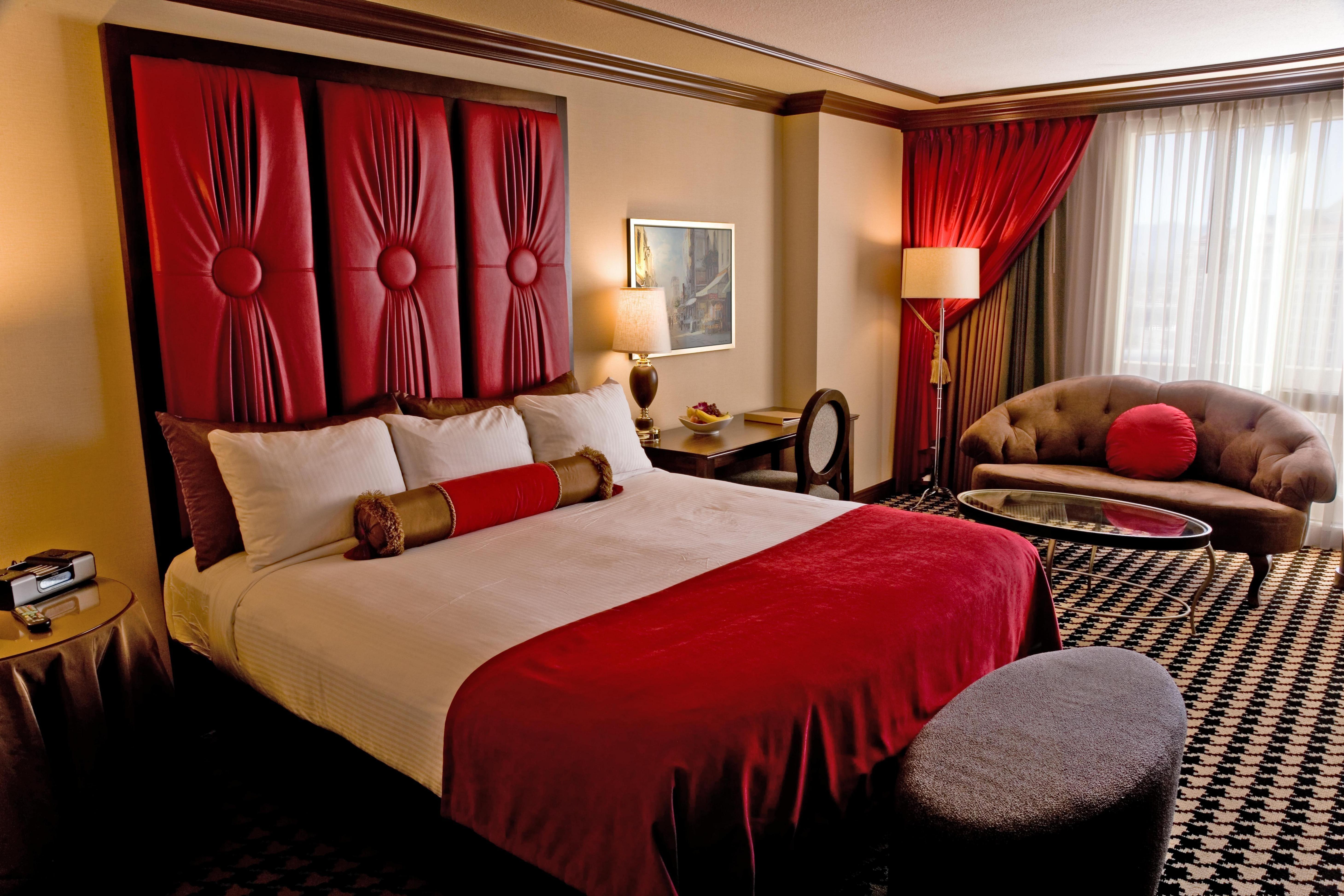 Paris Las Vegas Red Room Cool Rooms