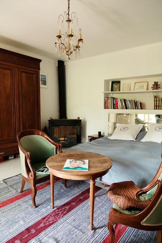 Emmanuelle Oddo And Nicolas Veidig Favarel The Socialite Family In 2020 Easy Home Decor Bohemian Master Bedroom Interior Rugs