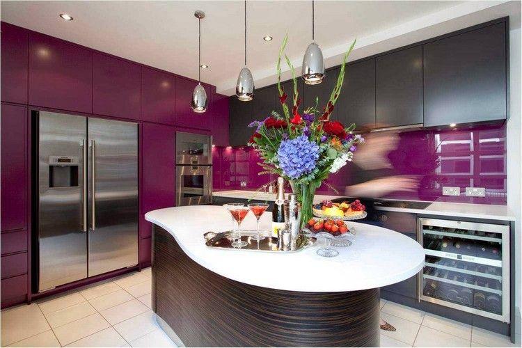 cuisine violette  meubles de rangement en mauve et gris anthracite