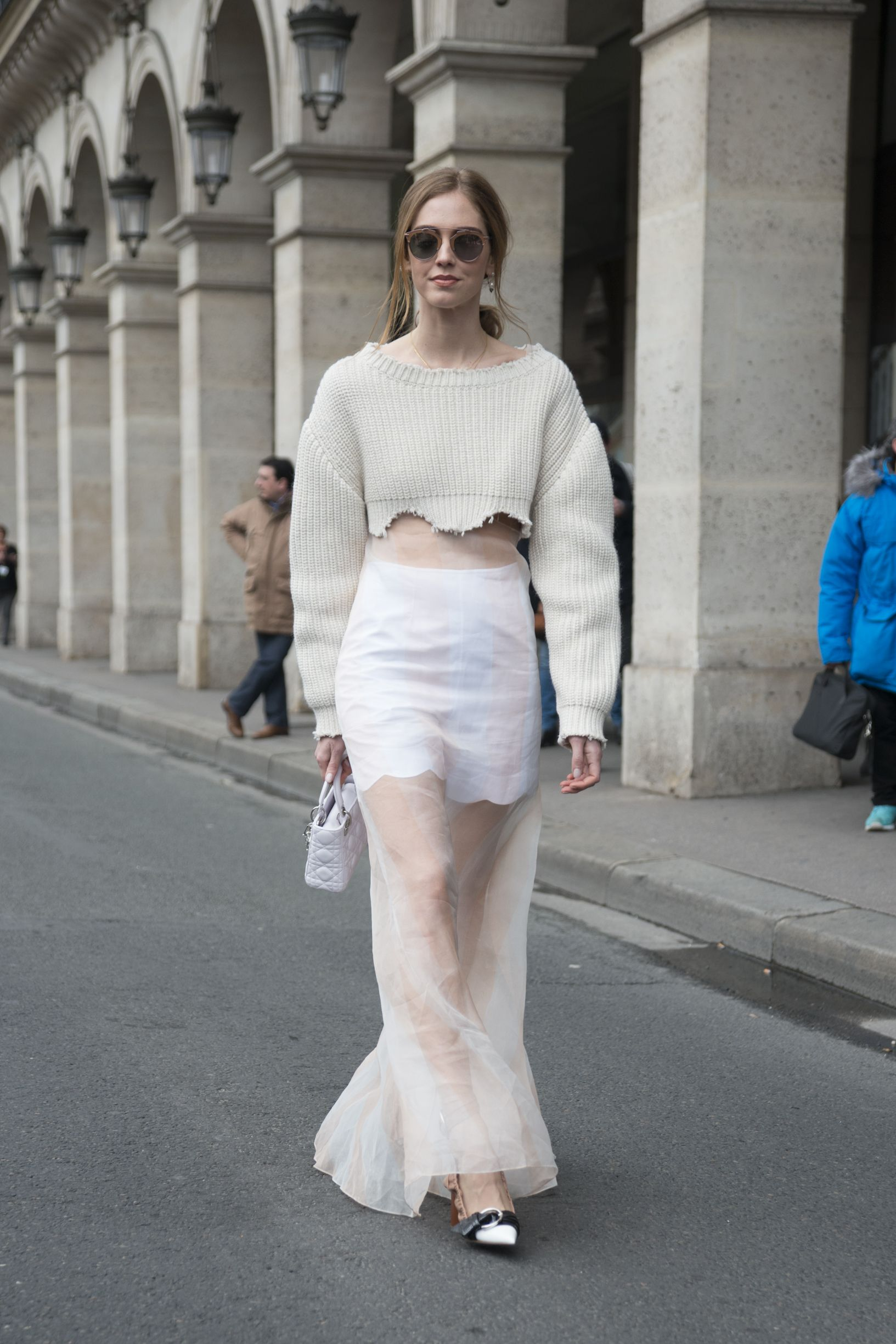 25 Ways To Pull Off Monochromatic Outfits Like A Street Style Star Monochromatic Fashion Fashion Monochromatic Outfit [ 2449 x 1633 Pixel ]